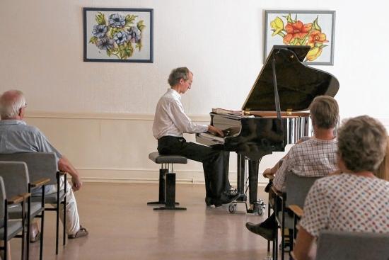 Klavierrecital mit Rolf Sieren